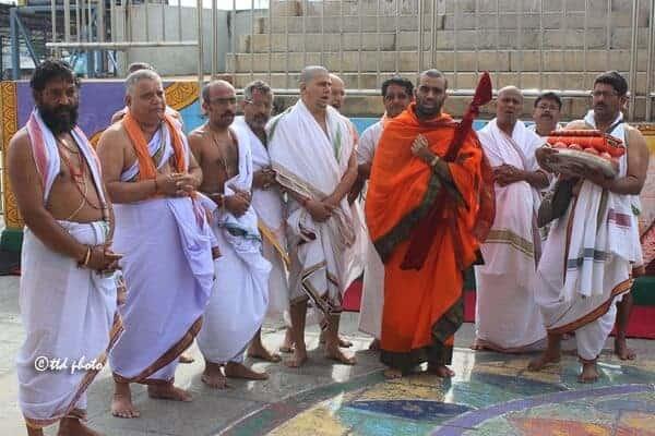 H.H Shishya Swamiji offered prayers to Lord Venkateswara